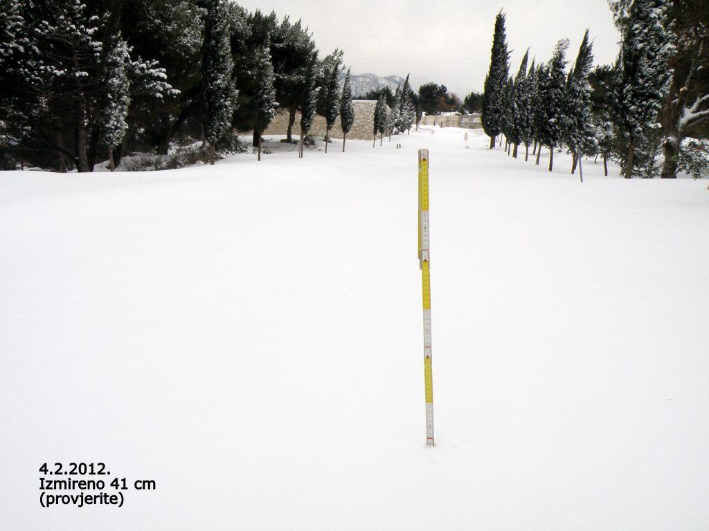 snijeg u naklicama